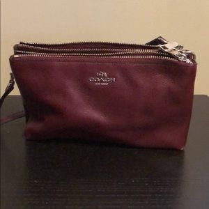 Coach Clutch Crossbody with Strap • Authentic